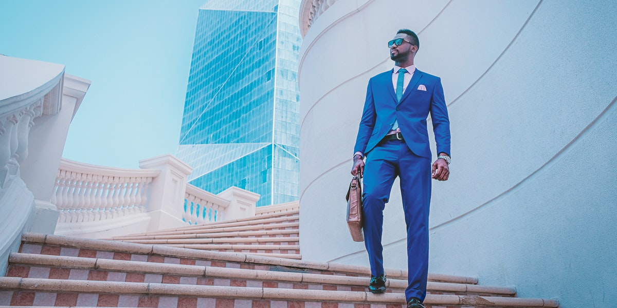 Is it okay to Wear Sneakers with a suit?